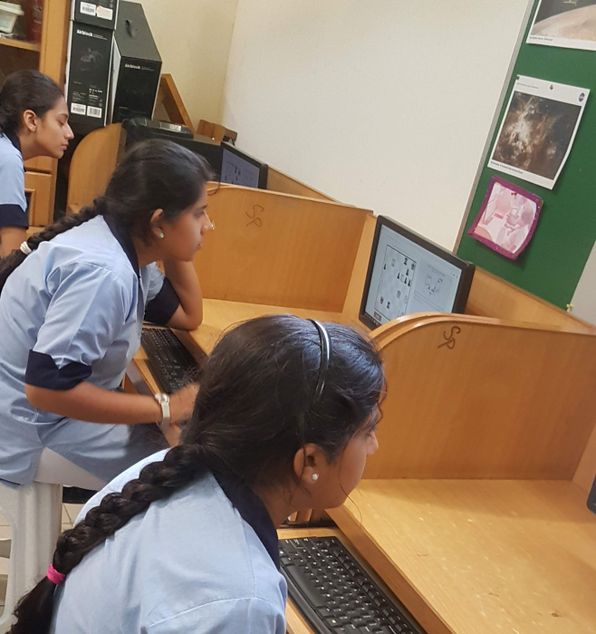 Girls_learn_chess_in_Haque_Academy_Pakistan-LearningChess.net