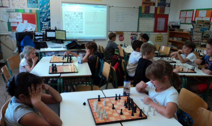 Small children learn chess with LearningChess.net